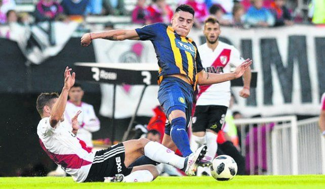 En el medio y atrás. Martínez la peleó pero pocas veces le ganó a un jugador local.