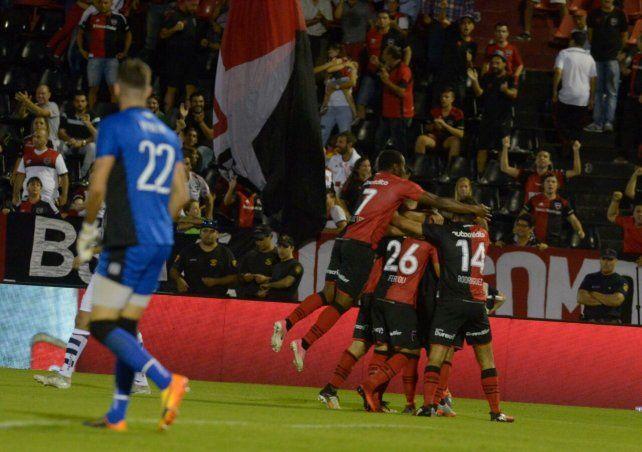 Newells se impuso sobre Talleres por 2 a 1 con dos verdaderos golazos