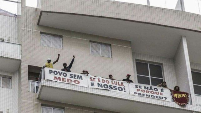Los Sin Techo ocuparon el departamento por el que Lula fue preso
