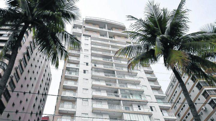 frente al mar. El triplex atribuido a la familia de Lula tiene 297 metros cuadrados y está en la costanera.