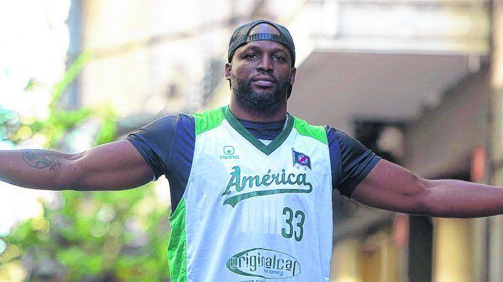 De regreso. John Albert Thomas vuelve a Sportivo América
