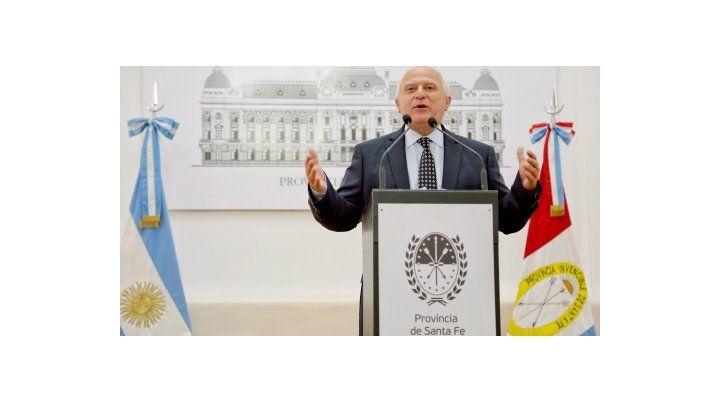 satisfecho. El mandatario santafesino presentó la iniciativa en un colmado Salón Blanco de Gobernación.