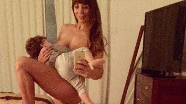 Ximena Capristo publicó una foto desnuda amamantando a su hijo