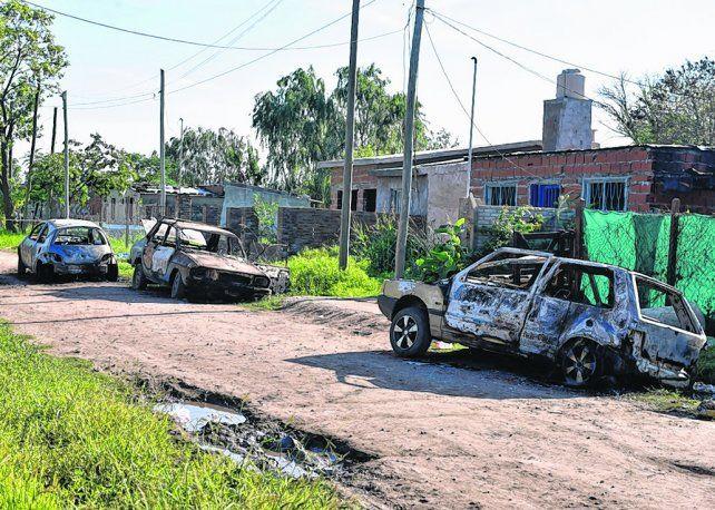barrio villa flores. El crimen y posterior gresca ocurrieron la noche del lunes en Valle al 700 de Roldán.