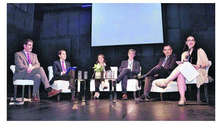 panel. Fein compartió experiencias con alcaldes de América y Europa.