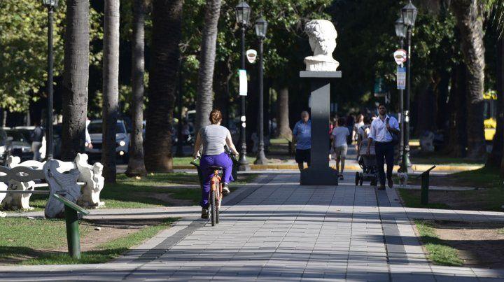 Bajo la lupa. La circulación de bicicletas por el cantero de Oroño exige soluciones.