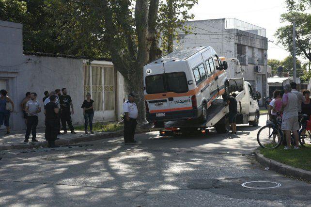 Un nene de seis años resultó herido al chocar un transporte escolar y un taxi