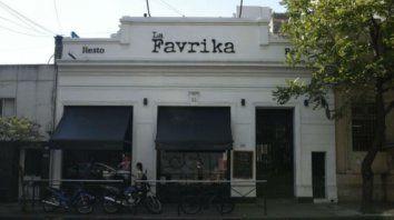 El dueño del resto bar La Favrika aseguró que los tarifazos ponen en jaque su actividad comercial.
