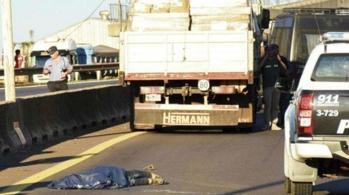 Así yacía el cuerpo del violador en las afueras de Posadas.