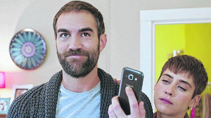 Dos a quererse. Jon Plazaola y María León encarnan a una singular y divertida pareja en Allí abajo.