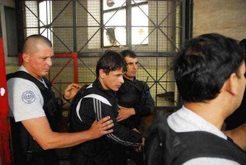 años atrás. Flores fue apresado en Tostado en 2008. En 2010 huyó de Piñero pero se entregó 18 días después.