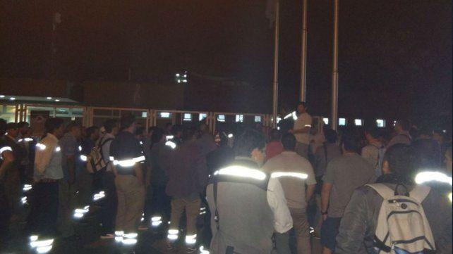 Hoy, a las 6, frente a la planta de Villa Gobernador Gálvez. Los trabajadores no pudieron entrar.