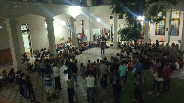 Los estudiantes del Normal 2 declaran persona no grata a la rectora de la institución