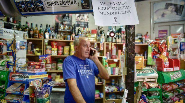 Un kiosquero rosarino tiene la llave mágica para llenar el álbum del Mundial