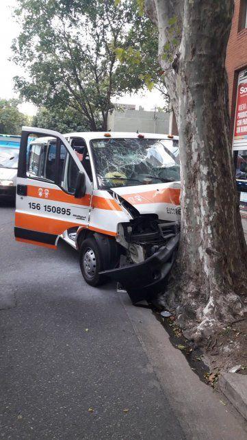 Seis chicos lesionados tras un impactante choque de un transporte escolar
