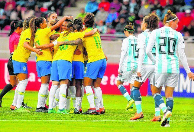 Festejo. Las brasileñas celebraron ayer tras ganar el superclásico y estar más cerca del 7º título en esta Copa.