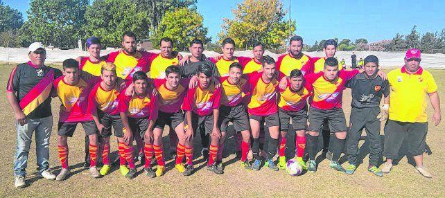 Unidos por los colores. La entidad de la zona sur es protagonista en el torneo de la Primera C. Comparte el liderazgo en la tercera categoría junto a Leones