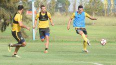 Zampedri (Izquierda), Rubén y Martínez, en medio de la práctica. Los tres serán titulares el domingo.