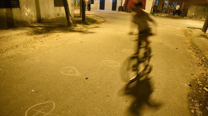 Dinamarca al 500 bis. En el asfalto quedaron vainas y marcas.