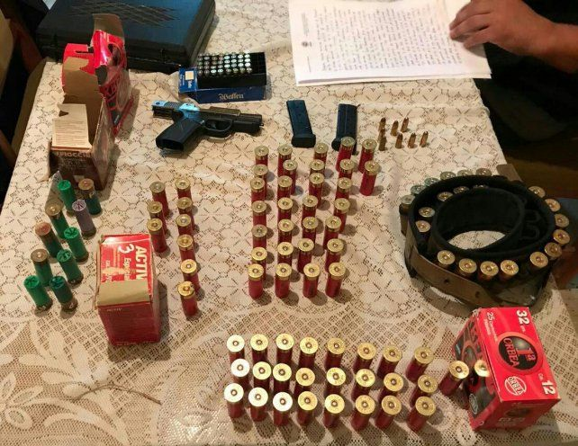 Incautaron un arsenal tras allanamientos en Rosario y V. G Gálvez