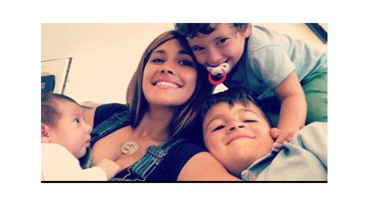 La dulce selfie de Antonela Roccuzzo con sus tres hijos
