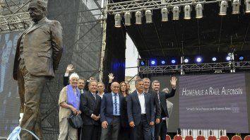 ¿Prenda de Unidad? Con la estatua que recuerda a Alfonsín, el gobierno cree haber desactivado el enojo radical.