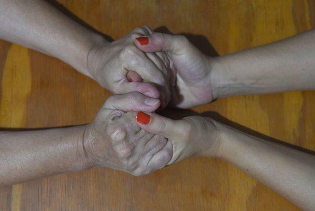 Las manos de Silvia y Verónica
