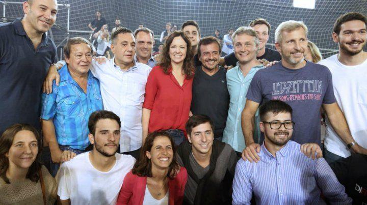 Funcionarios del gobierno y dirigentes juveniles de Cambiemos en el encuentro de ayer en Quilmes.