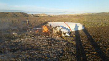 Los restos. La avioneta cayó sobre un campo de la Península Valdés y hubo dos víctimas fatales.