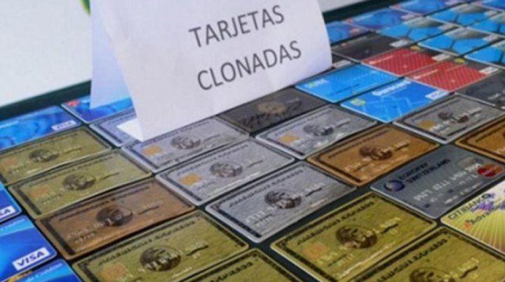 Condenan a una familia por estafar con tarjetas clonadas