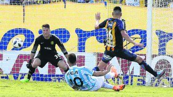 Los Martínez. Mauricio no pudo detener a Lautaro, que en el 2º gol definió al palo derecho de Ledesma.