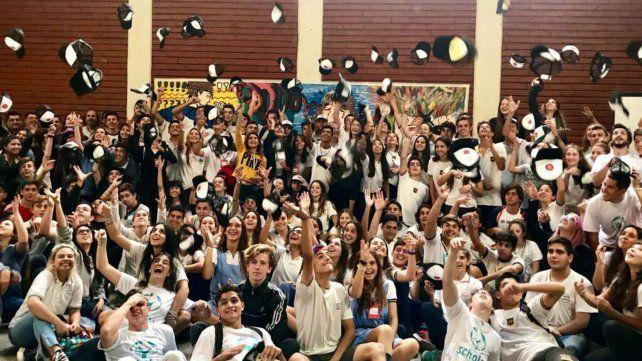 Fervor juvenil. Del encuentro participaron adolescentes de escuelas públicas y privadas.