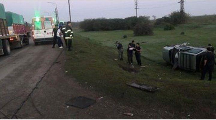 En el kilómetro 64. El conductor perdió el control de su camioneta.