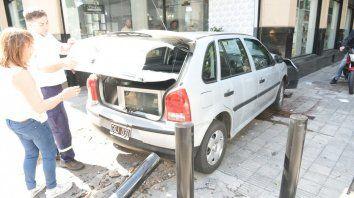 Un Volkwagen Gol chocó en la esquina de 9 de Julio y Mitre y el conductor resultó herido.
