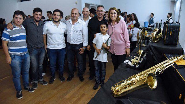 La intendenta en el acto de entrega de los instrumentos para la Banda Infanto Juvenil Rosa Ziperovich.