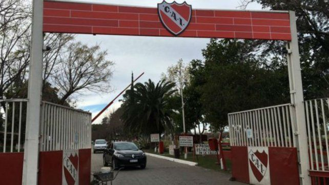 Escándalo en el fútbol. Investigan abuso sexual y prostitución de adolescentes en la pensión del club.