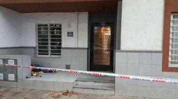El cadáver fue descubierto esta mañana. La Policía de Investigaciones trabaja en el lugar.