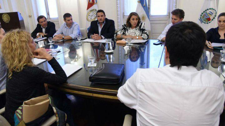 La intendenta se reunió hoy con los concejales para cambiar opiniones sobre la reforma constitucional.