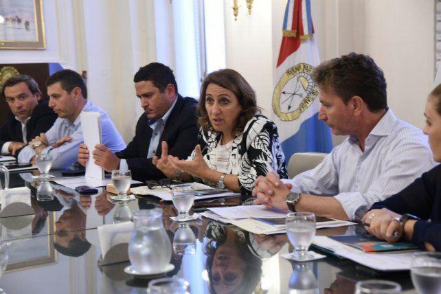 Fein cuestionó a Macri porque le pide esfuerzo a los municipios