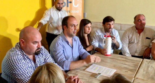 Conferencia de prensa. Corral anunció la rescisión del convenio con la EPE en Santa Fe.