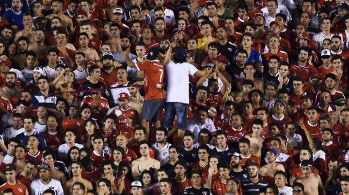 Con público visitante. Los hinchas del Rojo podrán venir al Coloso el próximo sábado.