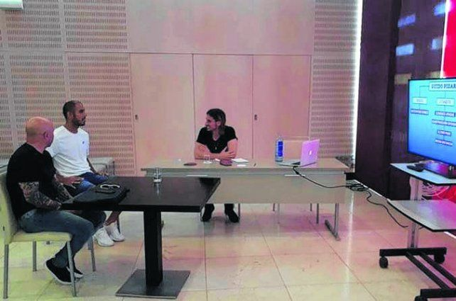 Sampaoli sigue de gira y se reunió con Guido Pizarro en Sevilla