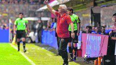 En acción. De Felippe no paró de dar indicaciones en el último partido en La Bombonera.