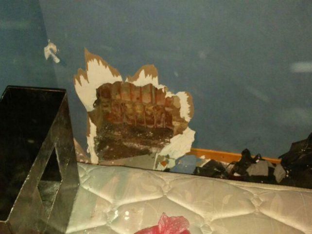 El dinero en efectivo estaba escondido detrás de la pared de durlock.