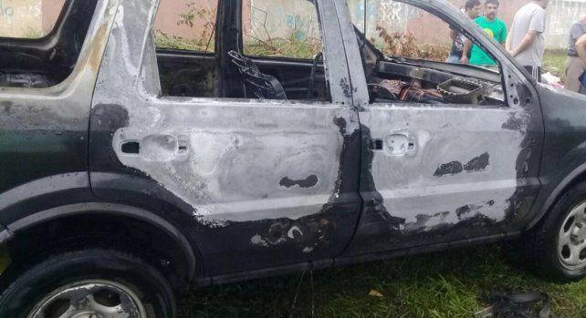 Un joven prendió fuego el auto de una profesora de su excolegio