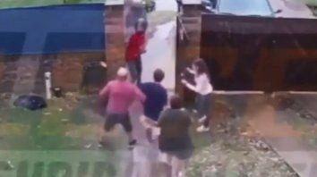 Todo filmado. Una de las imágenes del intento de asalto a una familia en Fisherton.