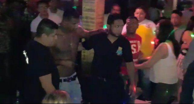 Escándalo. El defensor ecuatoriano tuvo que salir a pedir disculpas tras el episodio.