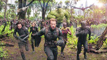 pura adrenalina. Con el Capitán América al frente, los Vengadores lucharán contra el temible villano Thanos.
