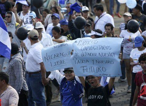 Creciente malestar. Cientos de nicaragüenses exigieron mayores libertades y un cambio de gobierno.
