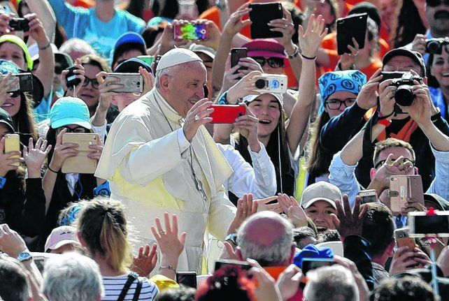 el papa argentino. Francisco se pronunció ayer en su cuenta de Twitter a favor de la vida como un don.